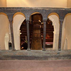 The upper balustrade